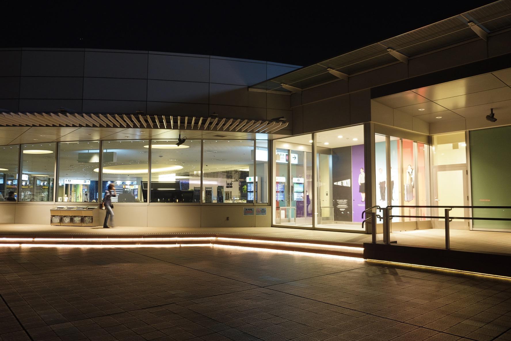 羽田空港国際線ターミナル。展望デッキで深夜を過ごす